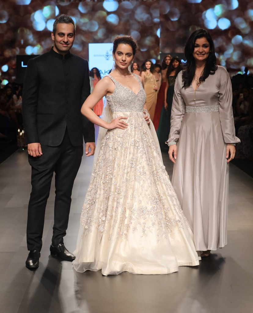 kangana ranaut with designers shyamal and bhumika