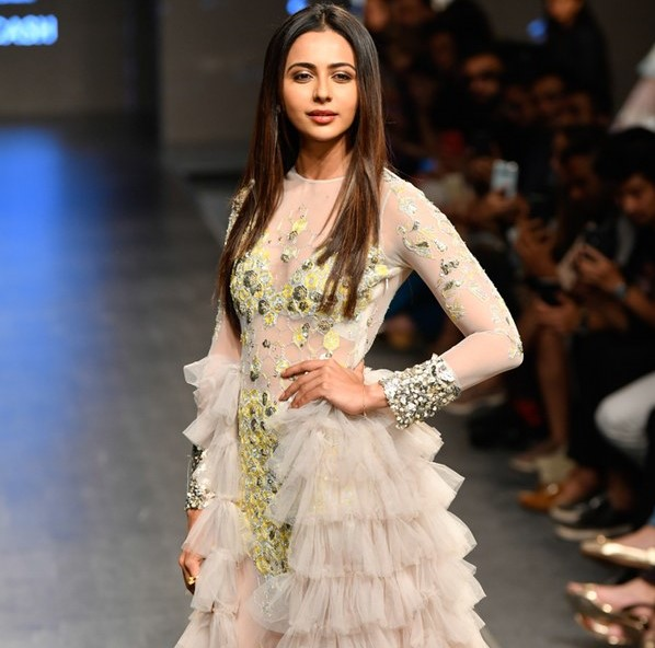 Hand-embroidery to Shimmer – Trend Spotting at FDCI India Fashion Week Spring|Summer 2020