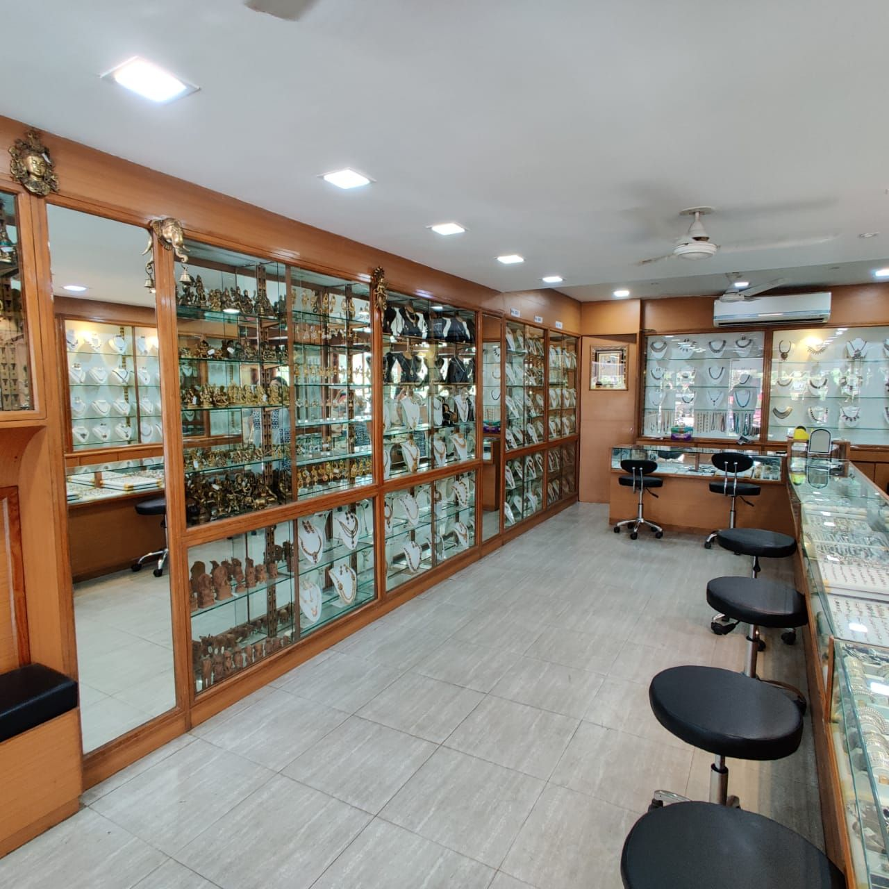 https://ciceroni.in/Services/images/EventGalleryImages/_Thumbnails/Mahesh_Kabras_Jewellery_Shoppe_1357428006.jpg